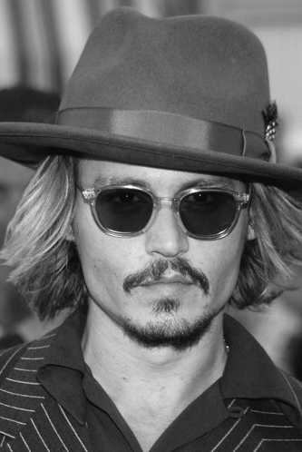 http://stillsearching.files.wordpress.com/2007/08/depp-johnny-photo-johnny-depp-6206963.jpg